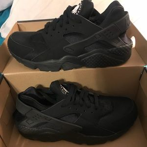Nike huaraches like new only worn once size 9.5